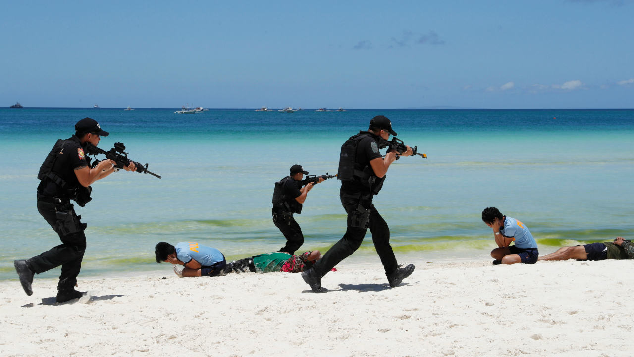 A SWAT poice team takes part in a military and police drill in preparation for the temporary closure of the holiday island Boracay in Philippines. (Reuters)