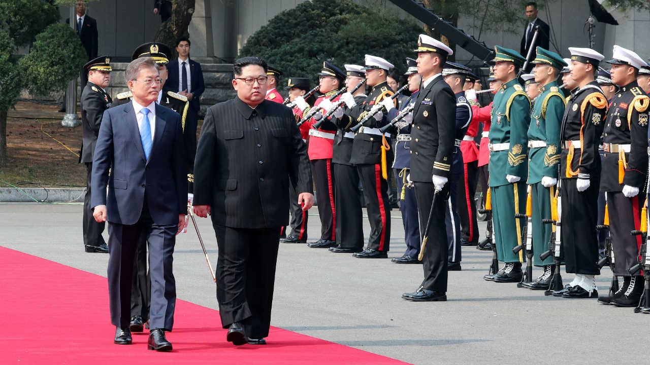Moon and Kim attend a welcome ceremony in Panmunjom, South Korea. (Image: Reuters)