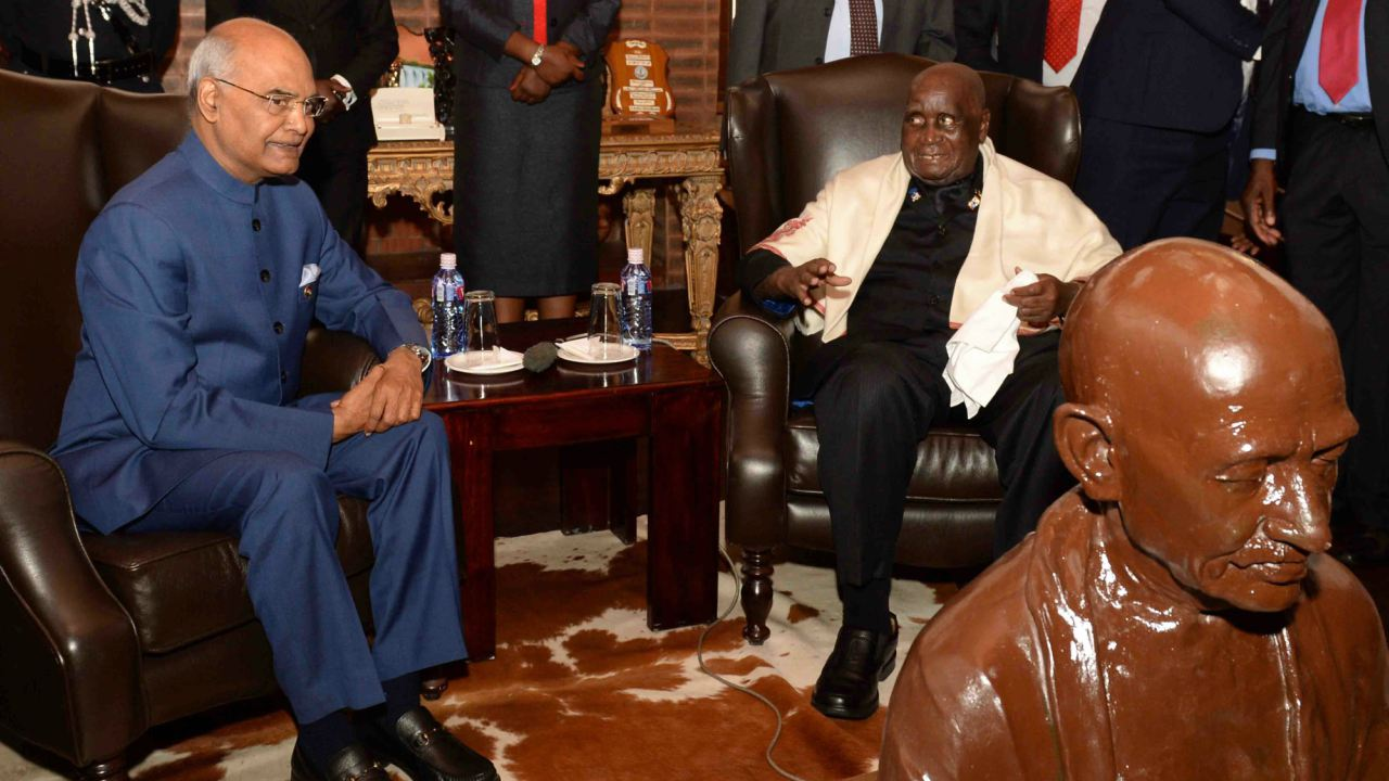 President Ram Nath Kovind during a meeting with Dr. Kenneth David Kaunda at his residence in Lusaka. (Image: PTI)
