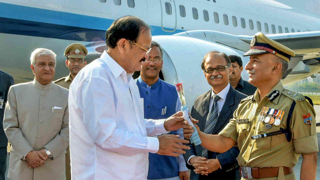Vice President M Venkaiah Naidu being welcomed by Director General of Police (DGP) Anil Kumar Raturi, Uttarakhand Governor K K Paul, Chief Minister Trivendra Singh Rawat and Chief Secretary Utpal Kumar Singh on his arrival at Jollygrant airport in Dehradun. (PTI)