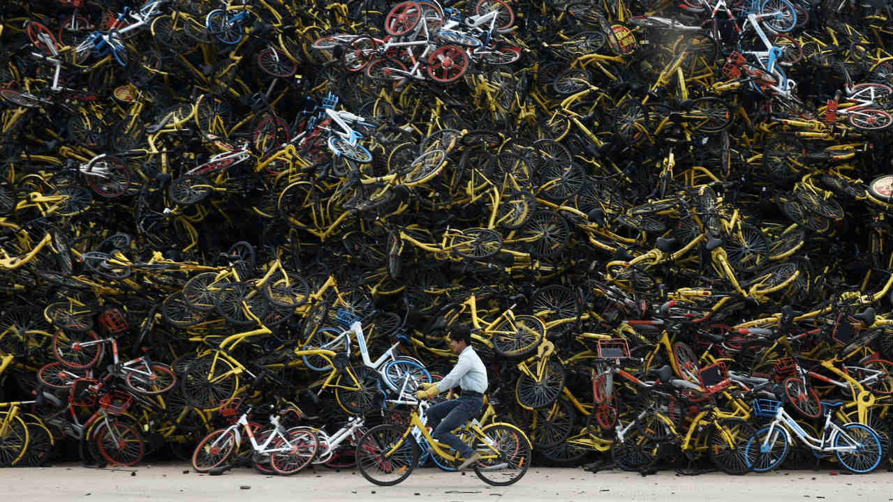 In the past two years, bicycle sharing, or bike sharing, has become extremely popular in China's cities. Now as supply exceeds demand, the cities' infrastructure is incapable of handling the sudden increase in the bicycles. Therefore, bicycle graveyards are cropping up in different cities. (Photo: Reuters)