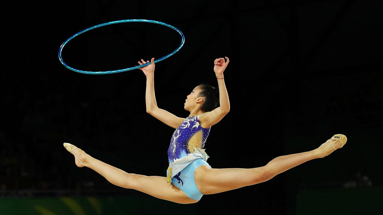 Aiko Tan of Singapore competes using the hoop at Gold Coast 2018 Commonwealth Games. (Image: Reuters)