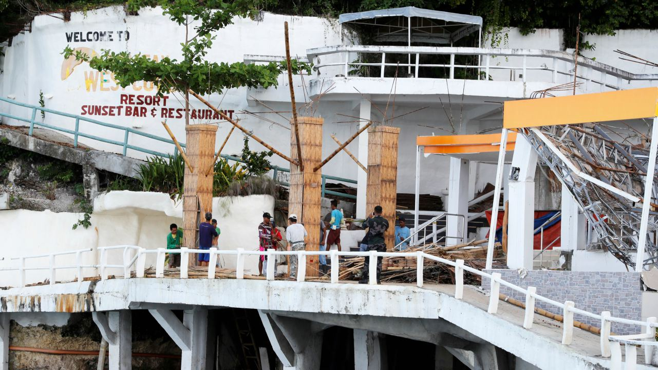 Filipino workers demolish West Cove resort on Boracay island, Philippines. (Image: Reuters)