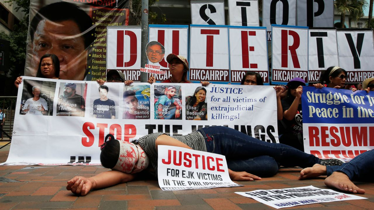 Protesters against Philippine President Rodrigo Duterte demonstrate near the hotel where he is staying at during his visit to Hong Kong, China. (Image: Reuters)