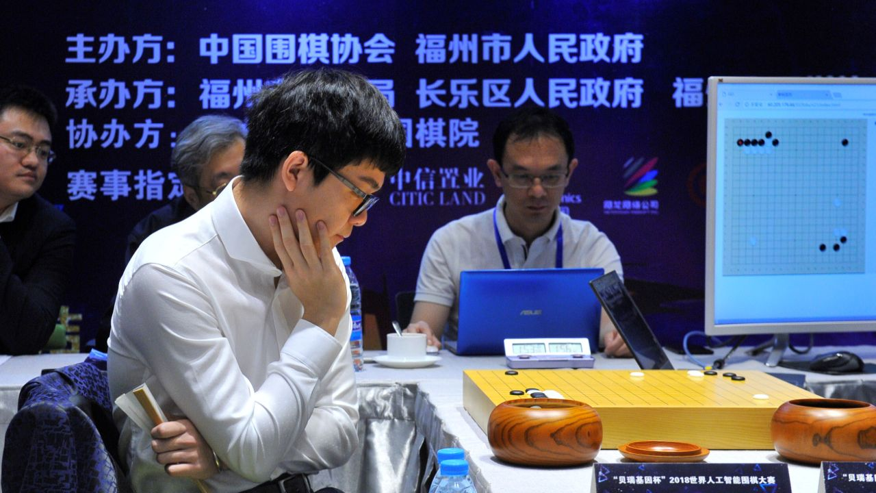 Chinese Go player Ke Jie competes against Golaxy, a Chinese artificial intelligence program, in China. (Reuters)