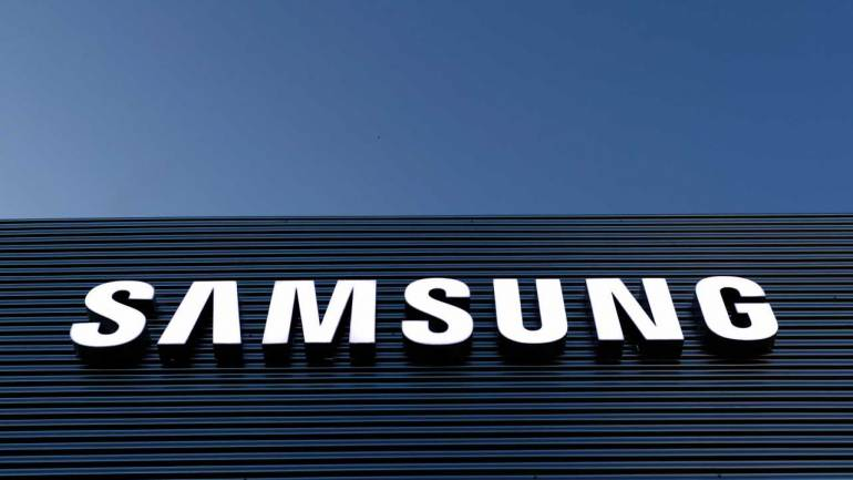 Samsung kicks off world's largest mobile production plant in Noida