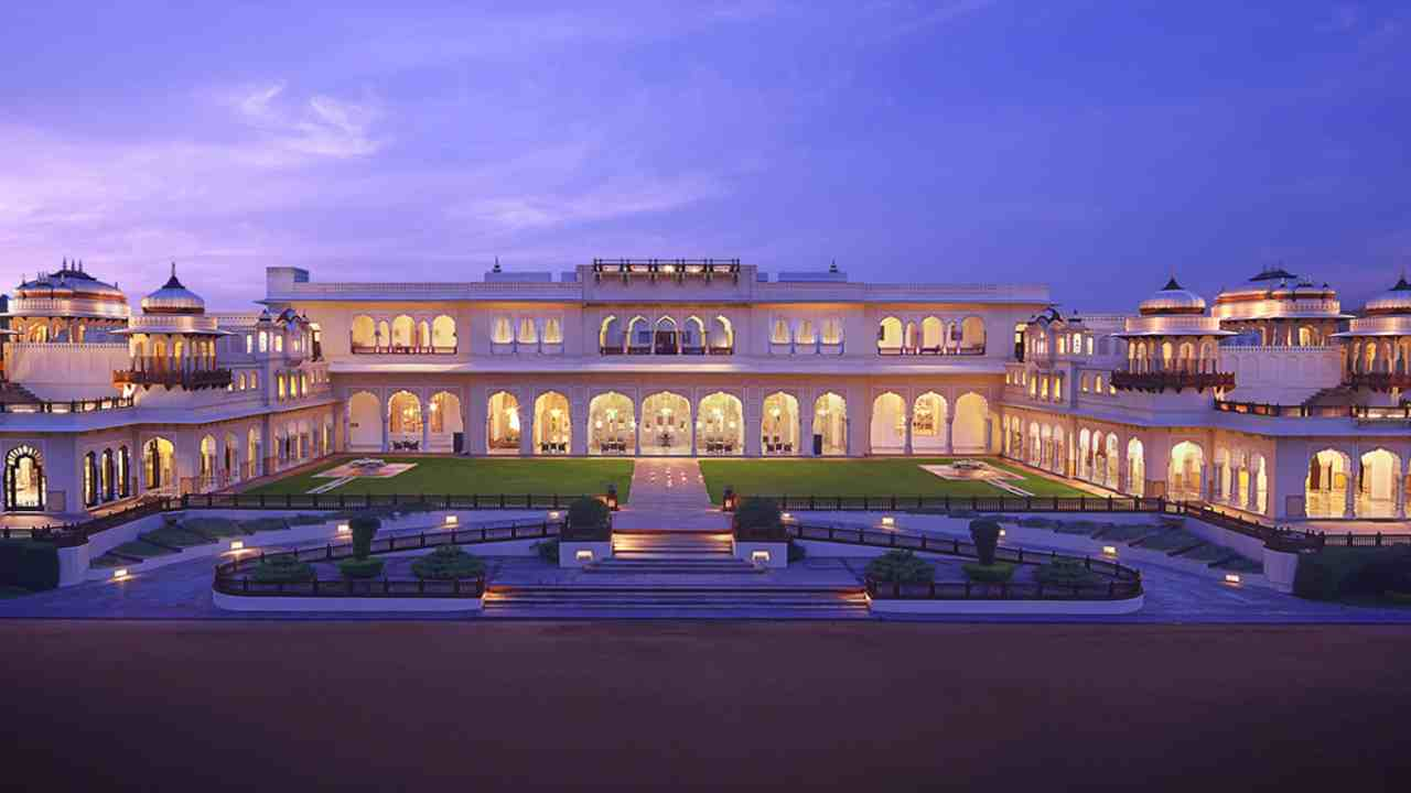Taj Lake Palace Udaipur | The second hotel in Udaipur to feature in the list, Taj Lake Palace ranks fourth. It is housed in the pleasure palace of Maharana Jagat Singh II, built in 1746. Located amidst the Lake Pichola, this heritage hotel has 66 luxurious rooms and 17 grand suites.