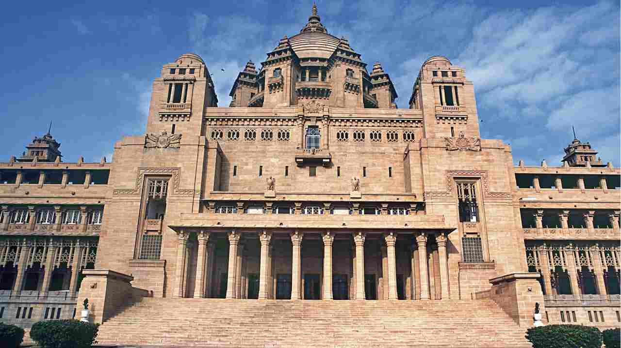 Umaid Bhawan Palace Jodhpur | Not surprisingly, the Umaid Bhawan Palace ranks at the top on the list. Housed in the youngest princely palace built in India, the hotel is run by The Taj Hotel Group. They have under their dominion, 64 accommodations compromising of 25 rooms and 39 suites. (All images are copyright of respective hotel or resort)