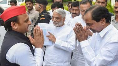 Akhilesh Yadav meets Telangana CM K Chandrasekhar Rao
