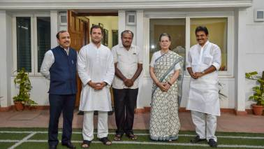 Congress, JD(S) leaders meet to work out power-sharing arrangement in Karnataka