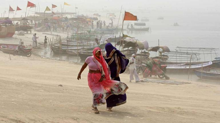 Storms kill at least 47 as India temperatures mount