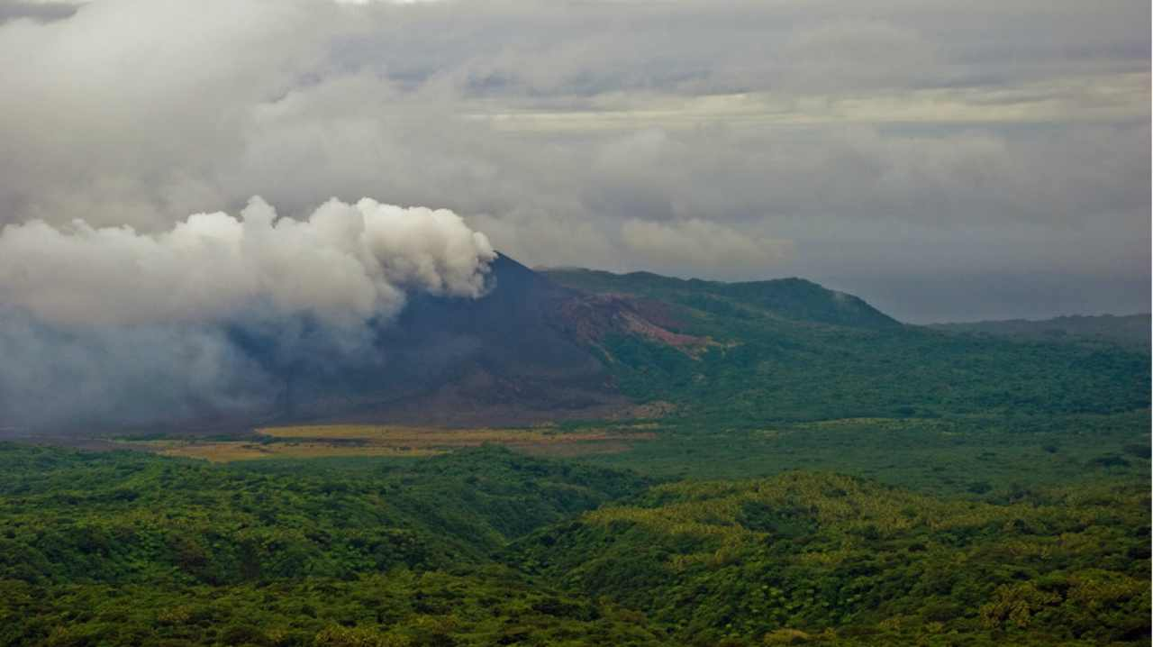 5. Mount Yasur, Vanuatu | Continuously erupting for the last 800 years, the violent volcano is located on a remote Pacific Island called Tanna. It is one of the most accessible active volcanoes in the world. (Image: Flikr)