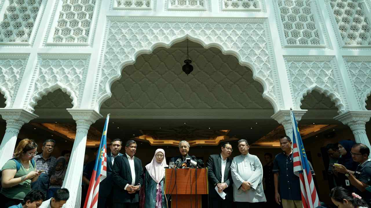New Malaysian Prime Minister Mahathir Mohamad (C) speaks during a news conference in Kuala Lumpur, Malaysia. (Reuters)