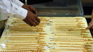 Gold rallies on positive global cues, jewellers' buying