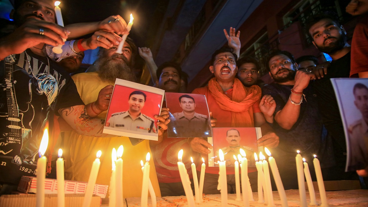 Bajrang Dal activists light candles to pay tribute to the BSF personnel who were killed during the ceasefire violation, at Ramgarh sector of Jammu. (Image: PTI)