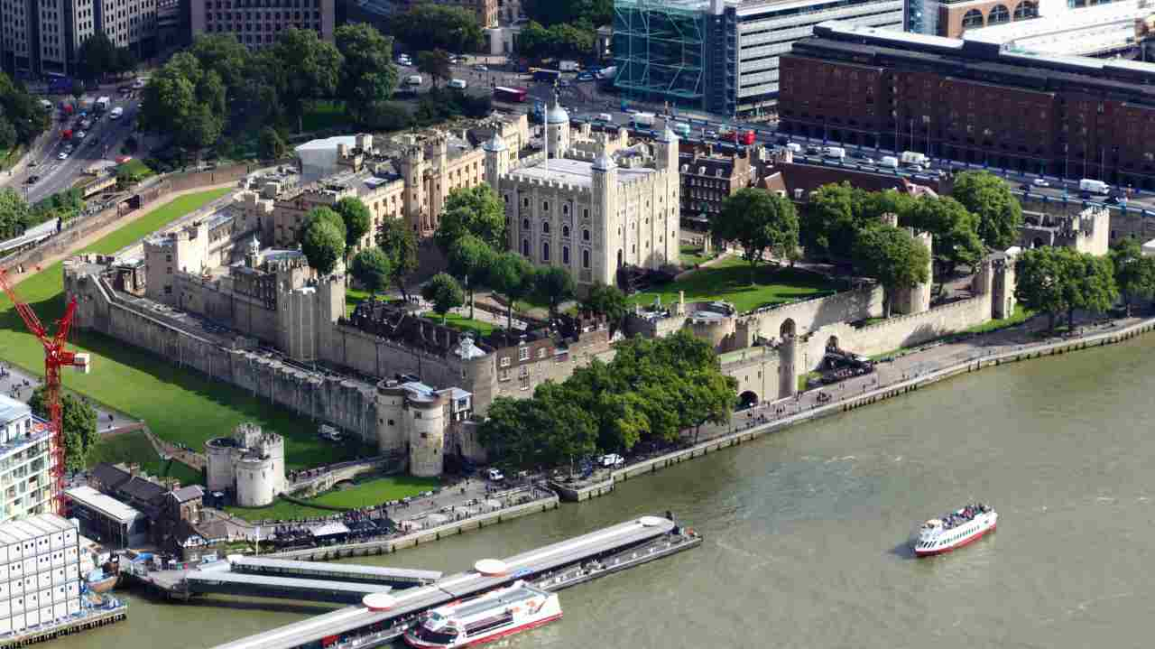 London | Despite London is way past its colonial glory, it remains the top choice of the workers across the world. Picked by 22% of the respondents of the survey, it has also kept its place with a big margin of 6%. (Aerial view of the Tower of London; Wikimedia Commons/Rafa Esteve)