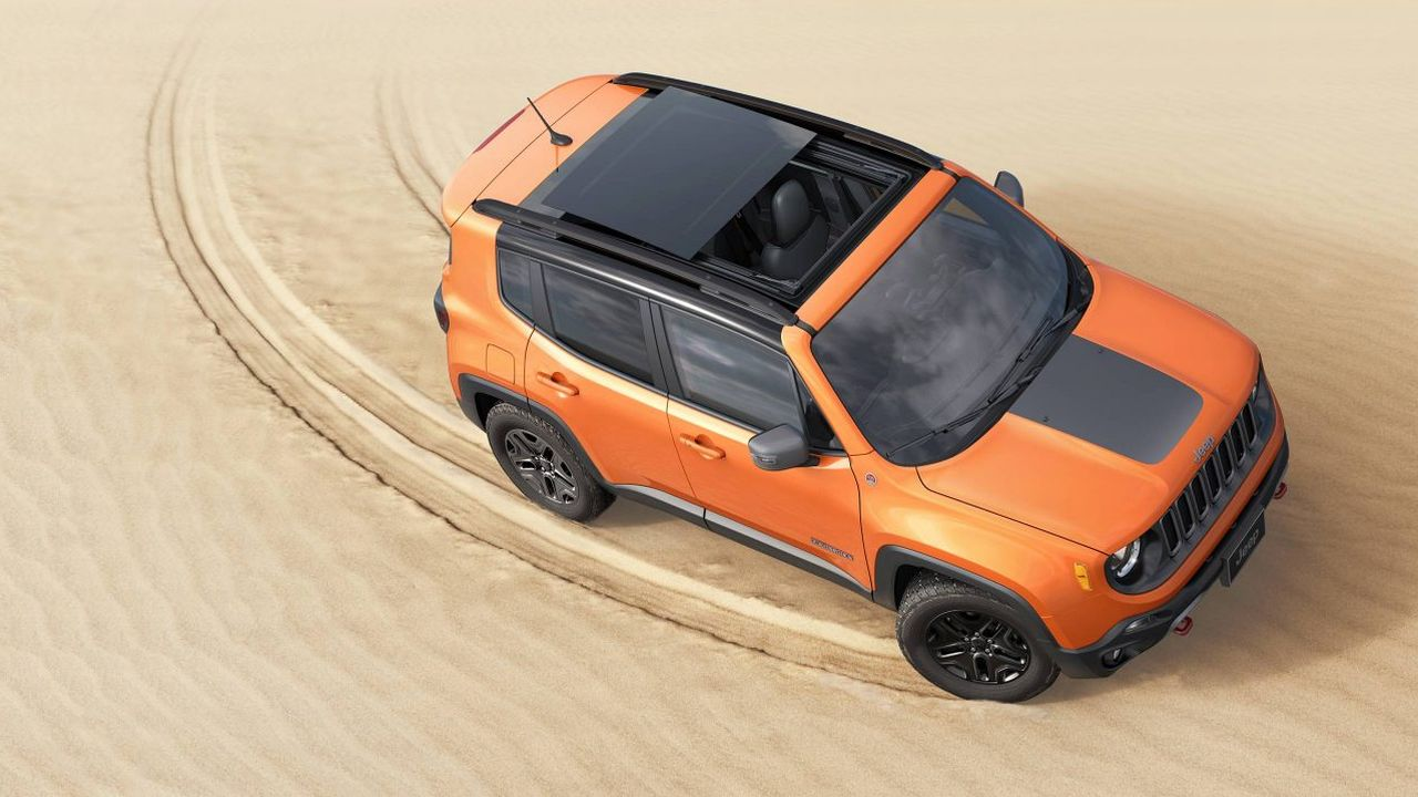 The Trailhawk comes with a dual-tone bonnet, 19-inch alloys and a differently styled bumper. (Image: Jeep)