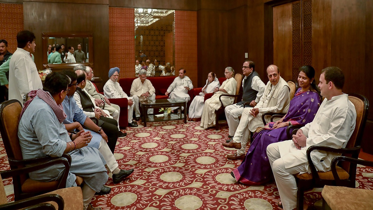 Former president Pratibha Patil, Communist Party of India (Marxist) CPI(M) General Secretary Sitaram Yechury, former prime minister Manmohan Singh, former chief minister Sheila Dikshit and others during the Iftar party hosted by Congress President Rahul Gandhi, in New Delhi. (Image: PTI)