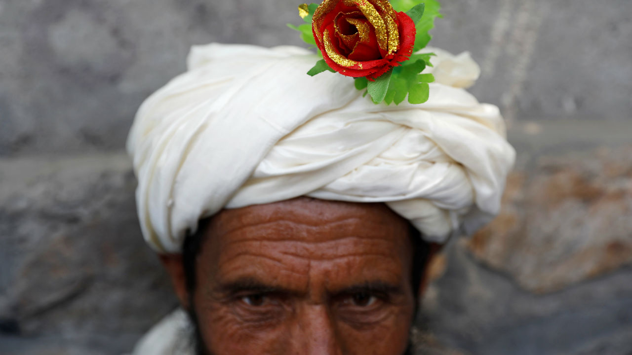 An artificial flower is seen on a turban of a peace marcher as he arrives in Kabul, Afghanistan. (Image: Reuters)