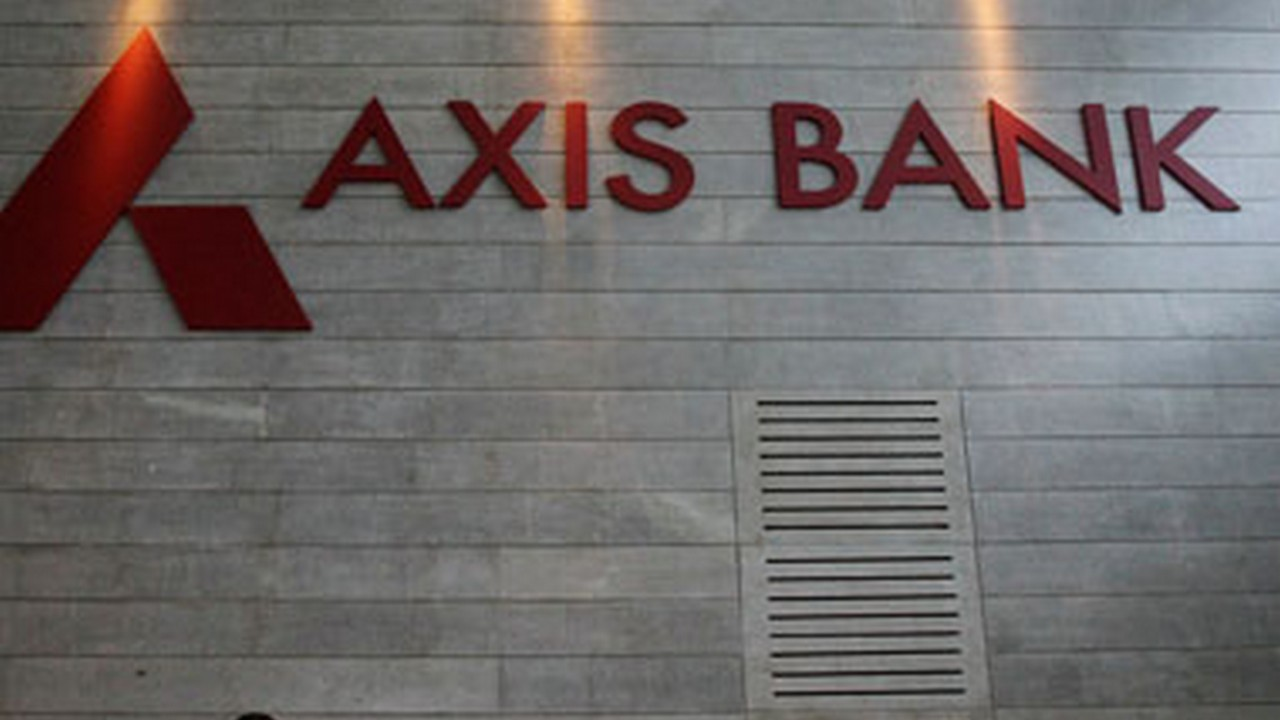 Axis Bank | Analyst: Ashish Chaturmohta | Rating: Buy | LTP: Rs 819.70 | Stop Loss: Rs 790 | Target: Rs 920 | Upside: 12 percent