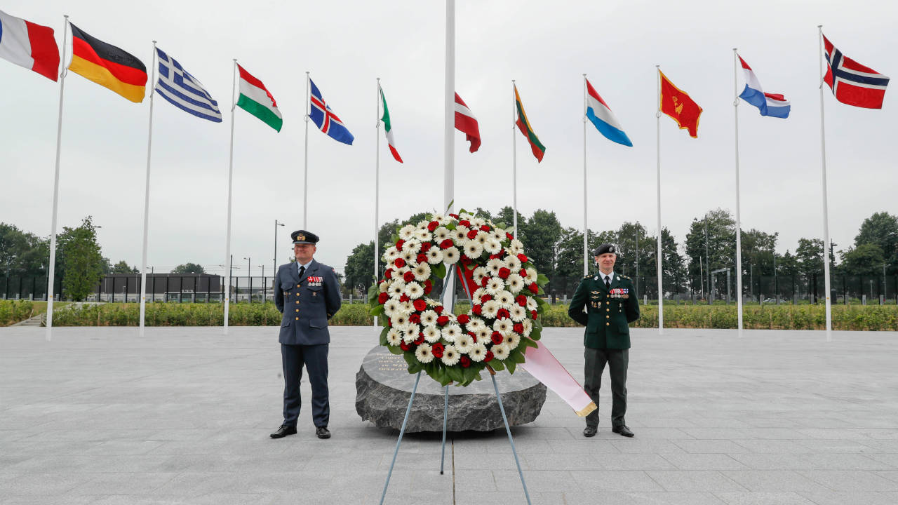A wreath laid by Danish Crown Prince Frederik and NATO Secretary-General Jens Stoltenberg is seen at the Monument in Memory of the Fallen, at the Alliance's headquarters in Brussels, Belgium. (Photo: Reuters)