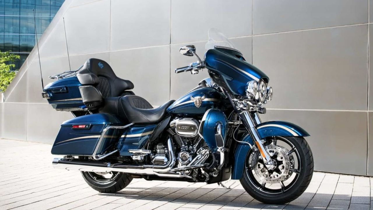 Harley-Davidson CVO Limited | Price: Rs 49.99 lakh | If luxury touring is your thing then final entry on our list, the Harley-Davidson CVO Limited is for you. Weighing in at 431 kg, this bike is definitely not light but 165 Nm of peak torque at as low as 3250 rpm, you will never feel it. Sit plush on the huge heated hammock seats and talk to your passenger via the integrated wireless headset interface module. Don't want to use the headset but want to listen to music? Harley Boom Audio is your answer. (Image: Harley-Davidson India website)