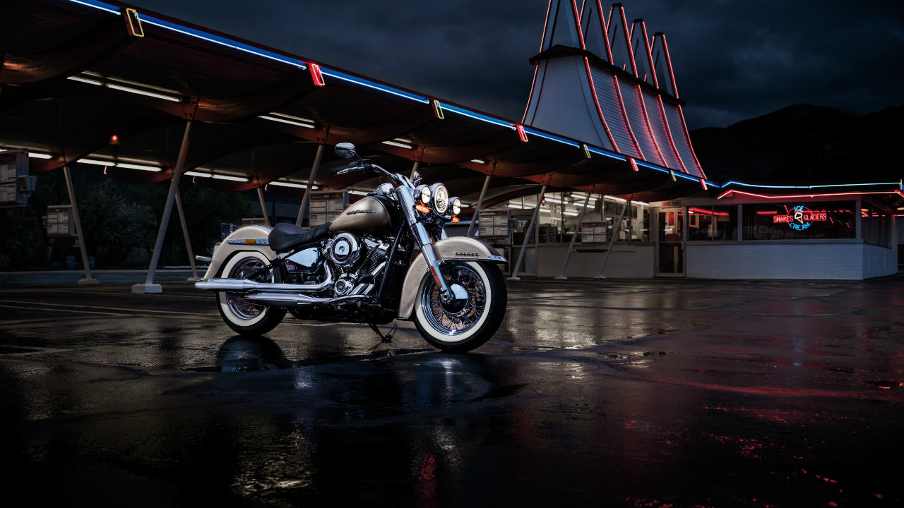 Harley-Davidson Deluxe: Rs 18.65 lakh