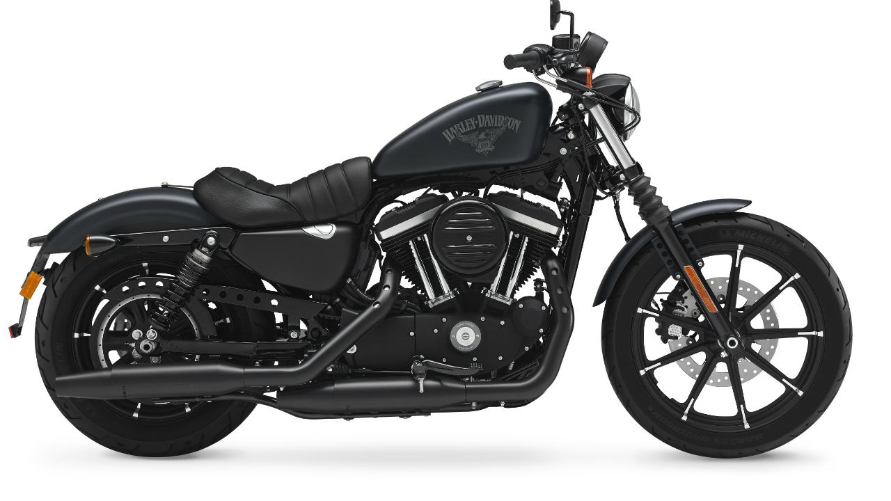 Harley-Davidson Iron 883: Rs 9.23 lakh