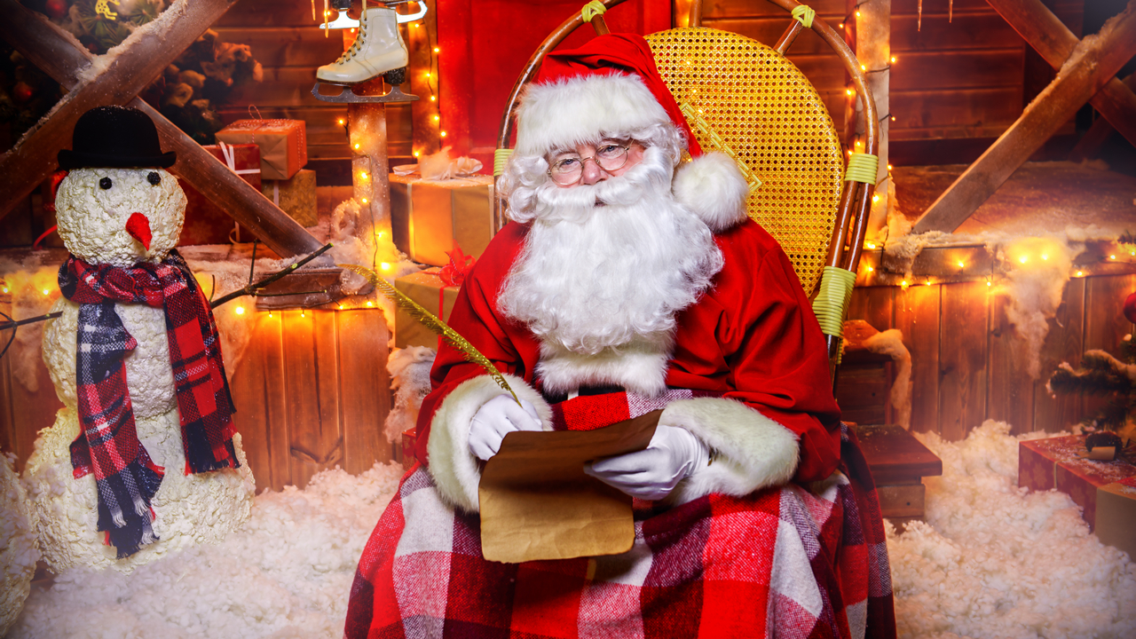 Chase Santa Claus: You can start by visiting Santa's official home – Rovaniemi - which makes it the perfect destination for a pre-Christmas holiday. You can visit the art museum, Lapland Chamber Orchestra, science centres, and karaoke bars, where metal music and local cuisine will rejuvenate your spirits.