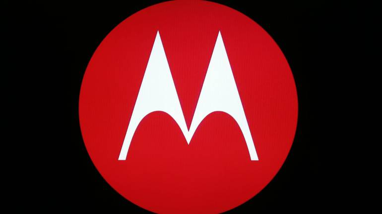Mysterious Motorola smartphone with an all-screen, no-notch display surfaces online - Moneycontrol.com thumbnail