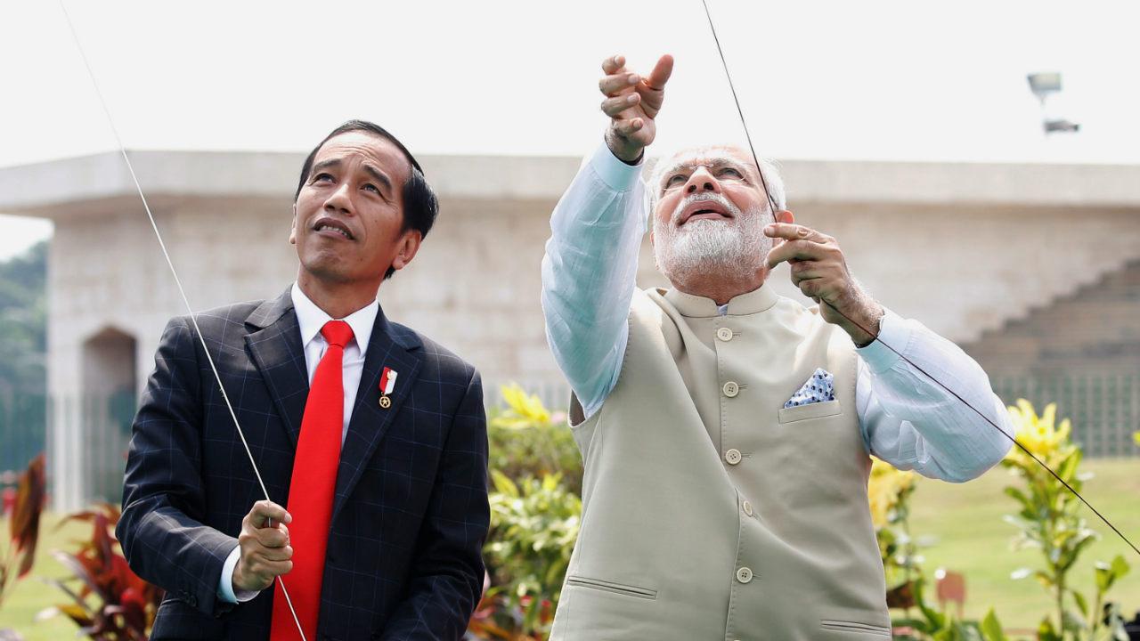 Indonesia President Joko Widodo and Prime Minister Narendra Modi fly kites at National Monument in Jakarta. (Photo: Reuters)