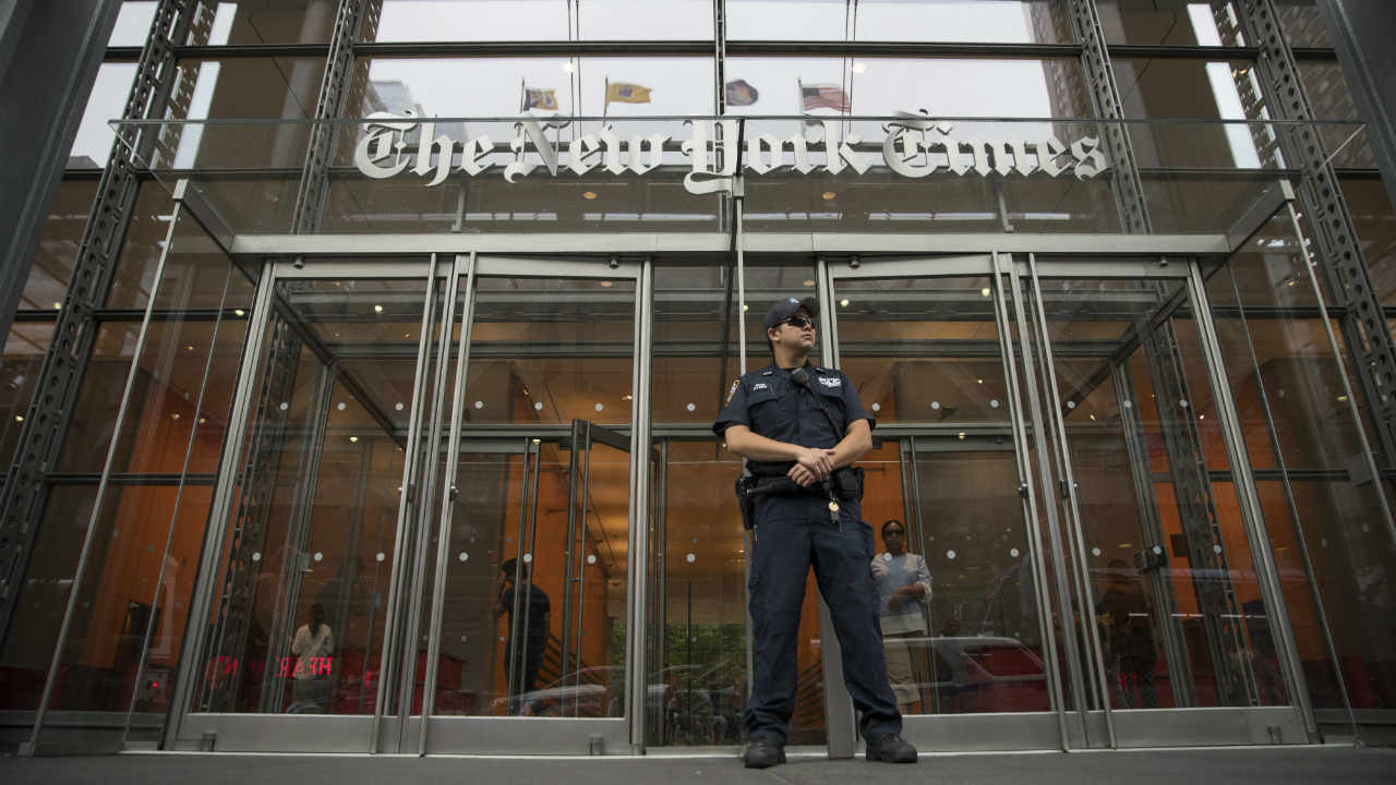 A police officer stands guard outside The New York Times building, Thursday, June 28, 2018, in New York. The New York Police Department has sent patrols to major news media organizations in response to a fatal shooting at The Capital Gazette Newspaper in Annapolis. (Image: PTI)