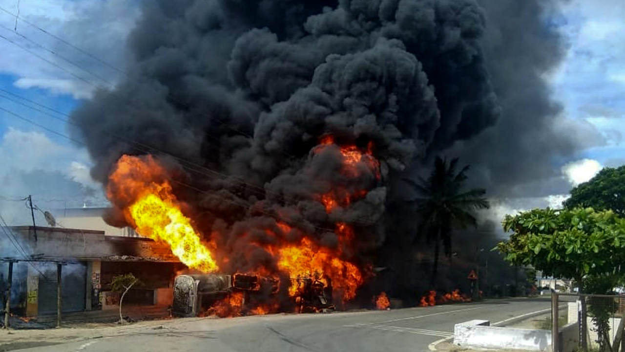 A petrol tanker bursts into flames after it toppled while taking a turn, at Giriyapura near Chikmagalur in Karnataka. (PTI)