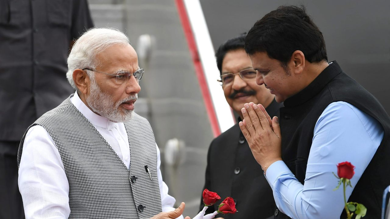 Prime Minister Narendra Modi being accorded welcome by Maharashtra Chief Minister Devendra Fadnavis as Governor C Vidyasagar Rao looks on in Mumbai. (Image: PTI)