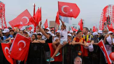 Turkey's currency nosedives on economic concerns, US dispute