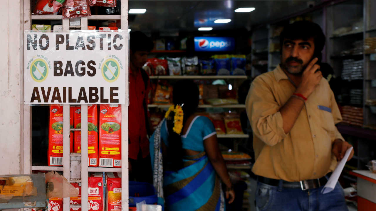 A notice is pasted outside a shop stating the unavailability of plastic bags at a market in Mumbai. (Image: Reuters)
