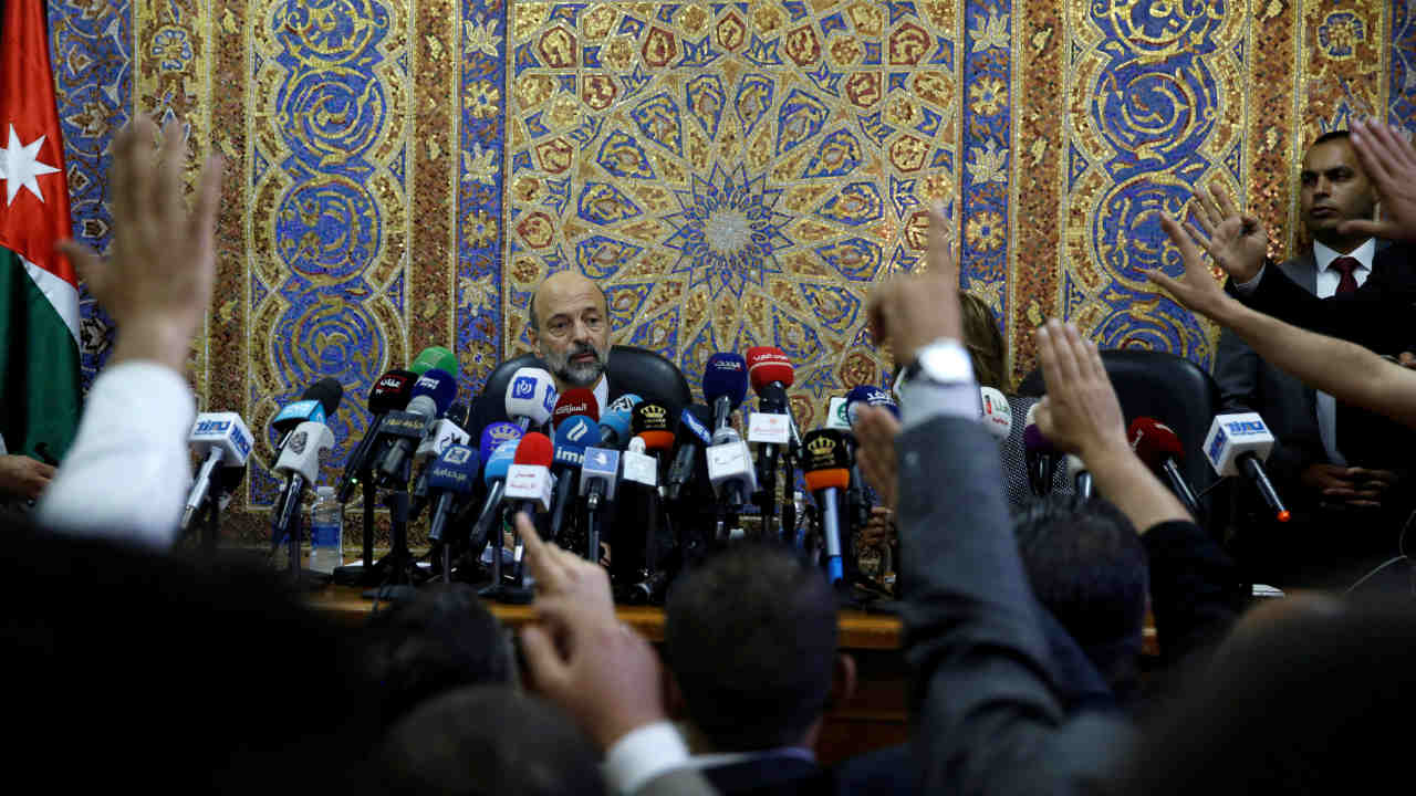 Journalists try to ask Jordan's Prime Minister Omar al-Razzaz questions, during his news conference in Amman, Jordan. (REUTERS)