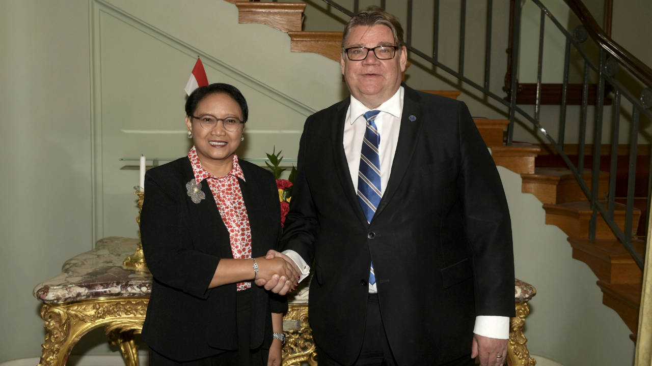 Indonesian Minister of Foreign Affairs Retno Marsudi and Finnish counterpart Timo Soini meet at the meeting of the UN Secretary General's High-Level Advisory Board on Mediation organized in Helsinki, Finland. (Image: Reuters)
