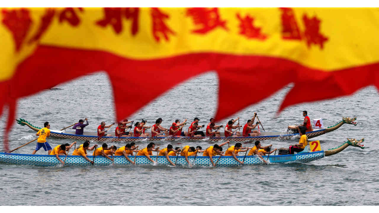 Participants compete during a race to mark Tung Ng or Dragon Boat Festival at Tolo Harbour in Hong Kong. (Image: Reuters)