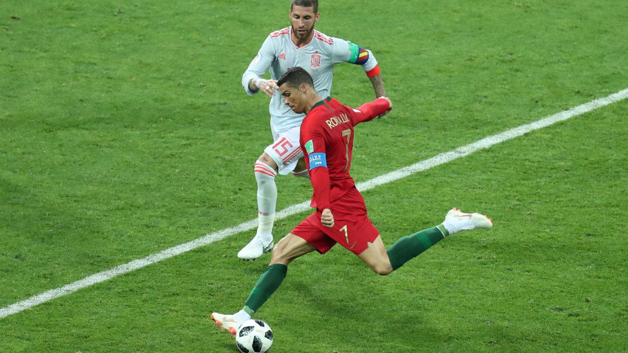 For his second on the night Ronaldo received the ball from Guedes and fired a powerful low drive directly at De Gea. The Spanish goalkeeper was well placed to make the save but somehow let the ball squeeze its way under his gloves and into the back of