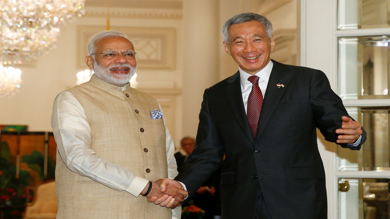 Narendra Modi meets with Lee Hsien Loong at the Istana. (Photo: Reuters)