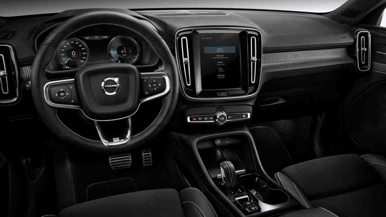 Interior of the car sports a 3 spoke multi-function steering wheel, twin dial digital instrument cluster, a large touchscreen infotainment system and vertical AC vents.