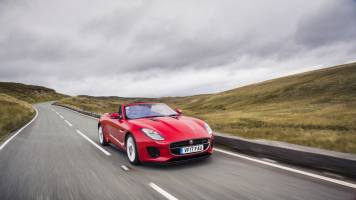 Jaguar launches F-Type with new 2.0-litre Ingenium petrol engine; prices start at Rs 90.93 lk
