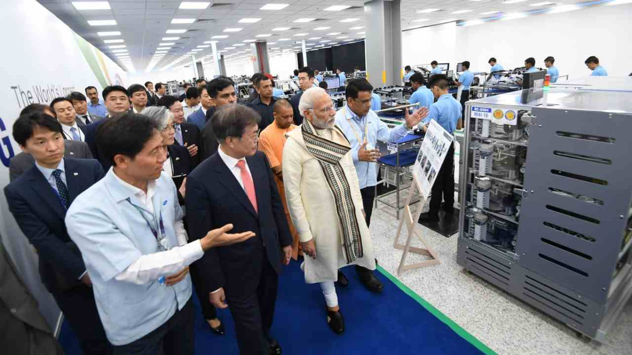 Last year, Samsung announced their plan to invest Rs 4,915 crore in expanding the Noida facility which began its operations in 1995. The new unit is spread across 35 acres, adjacent to the current facility in Sector 81, Noida.