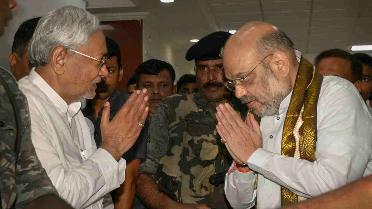 Bihar Chief Minister Nitish Kumar and Bharatiya Janata Party (BJP) President Amit Shah exchange greetings before a breakfast meeting at the state guest house, in Patna on Thursday. (PTI)