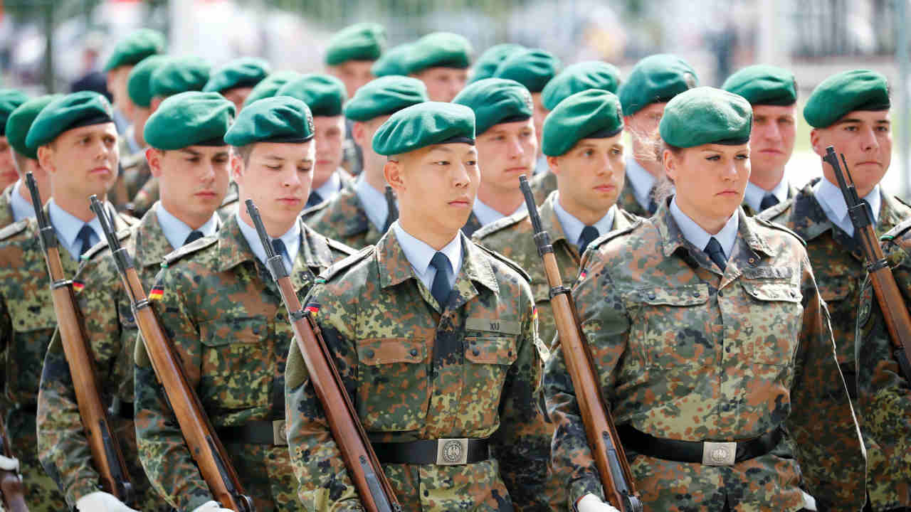 Members of German guard of honour wait for the arrival of Chinese Prime Minister Li Keqiang outside the chancellery in Berlin, Germany. (REUTERS)