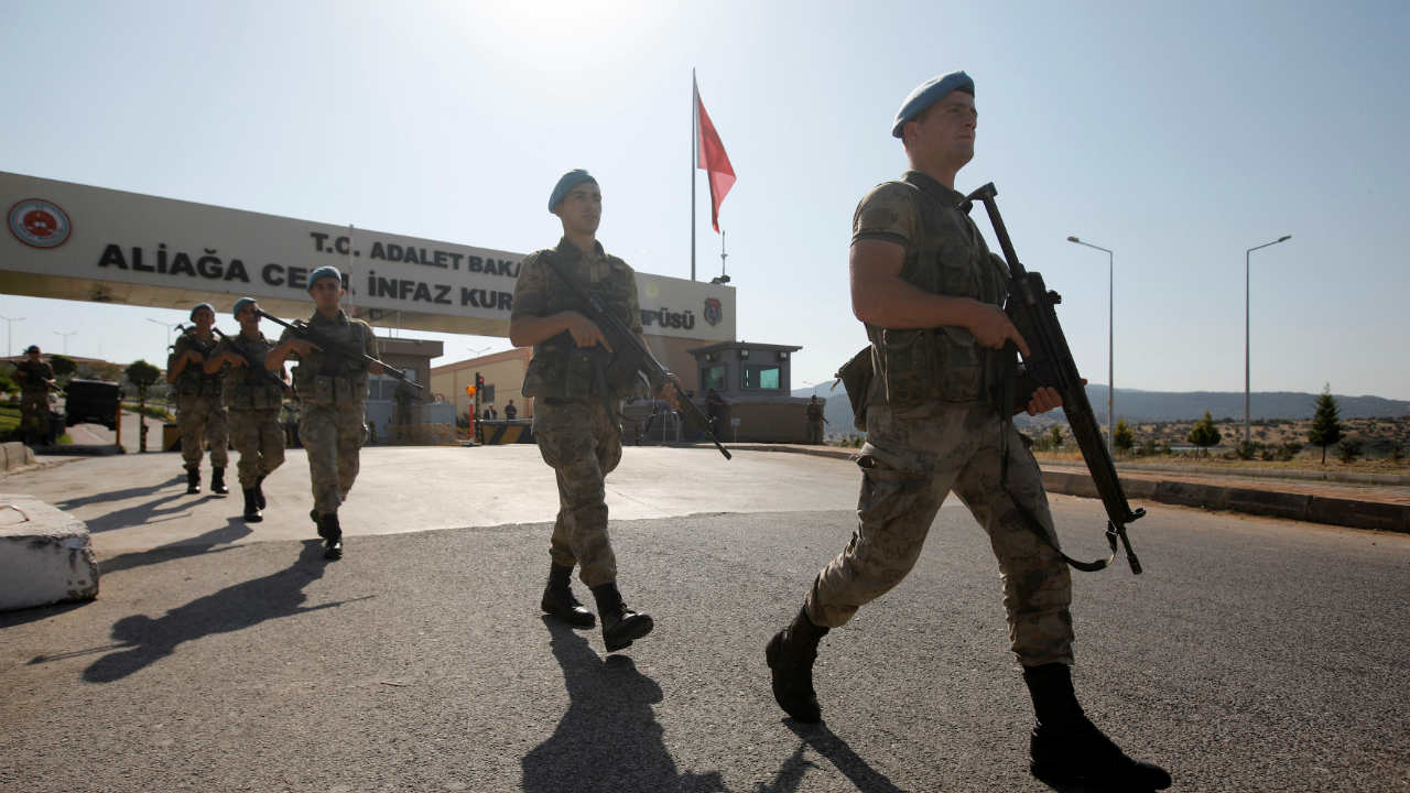 Turkish soldiers patrol outside the Aliaga Prison and Courthouse complex in Izmir, Turkey. (REUTERS)