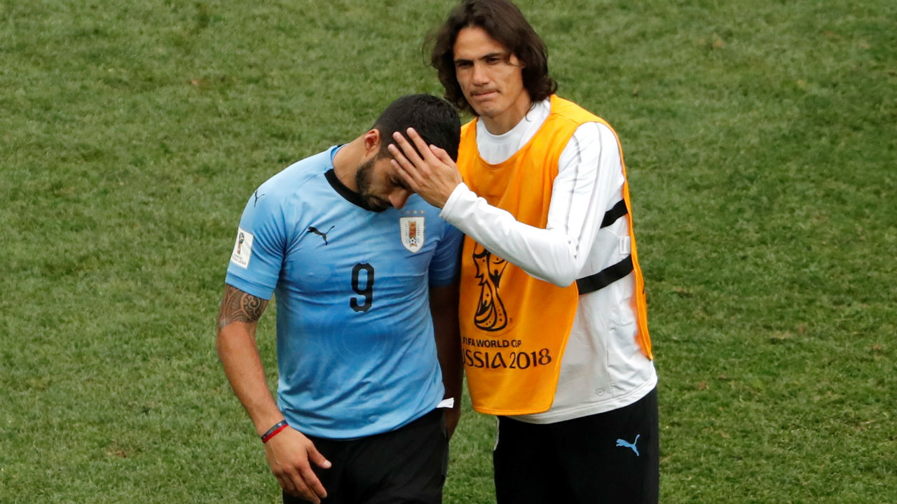 Uruguay's Edinson Cavani consoles a despondent Luis Suarez after the match. (Image – Reuters)