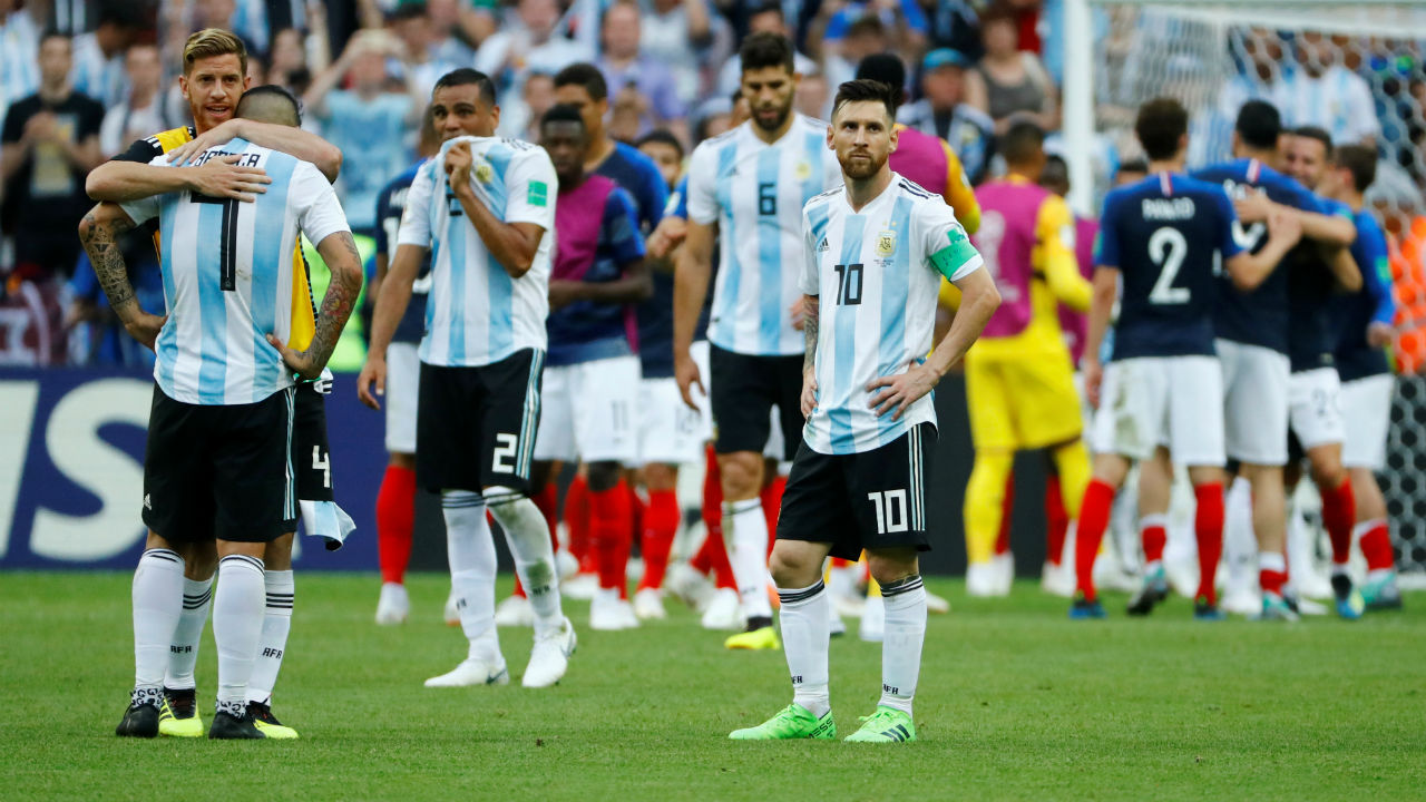 Argentina's players looks dejected after the match as the French players celebrate their victory. (Image: Reuters)