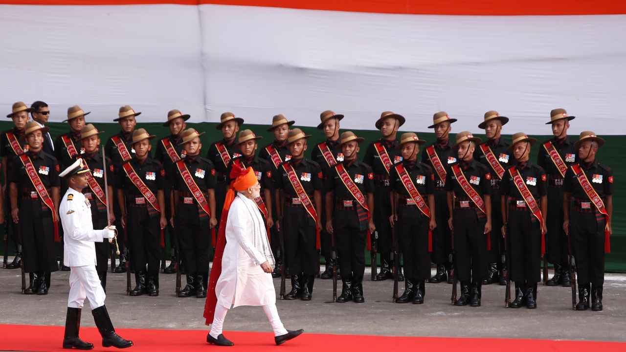 PM Narendra Modi inspects the honour guard during Independence Day celebrations at the historic Red Fort in Delhi, India. (Reuters)
